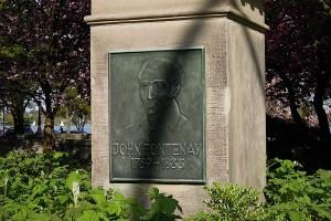 Das Portrait von John Fontenay am Sockel seines Denkmals