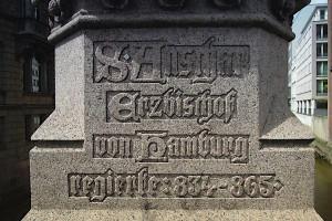 Sockel des St Ansgar-Denkmals