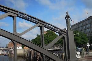 Die Hammonia auf der Brooksbrücke mit Brückenkonstrukt