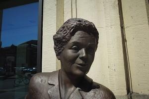 Porträt des Heidi Kabel-Denkmals