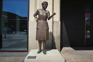 Heidi Kabel-Denkmal in der Totalen