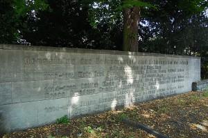 Gedenktafel unweit des 76er Denkmals