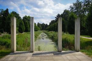 Otto Linne-Denkmal am Wasser gelegen