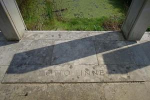 Inschrift am Denkmal auf dem Boden