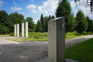 Stele mit Erklärungen zum Denkmal
