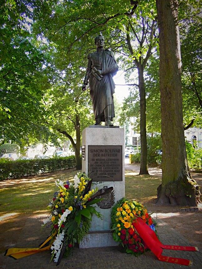 Gesamtansicht des Denkmals für Simón Bolívar