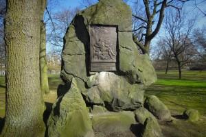 Findling mit Gedenktafel für Friedrich von Hagedorn