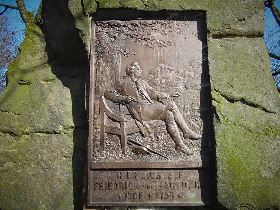 Detail der Gedenktafel für Friedrich von Hagedorn