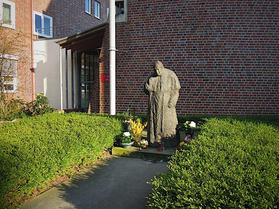 Gesamtansicht des Denkmals für Johannes Paul II.