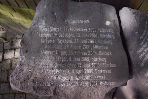 Stein mit Gedenkinschrift an NSU-Opfer