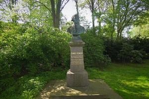 Vollansicht des Denkmals für Samuel Heinicke