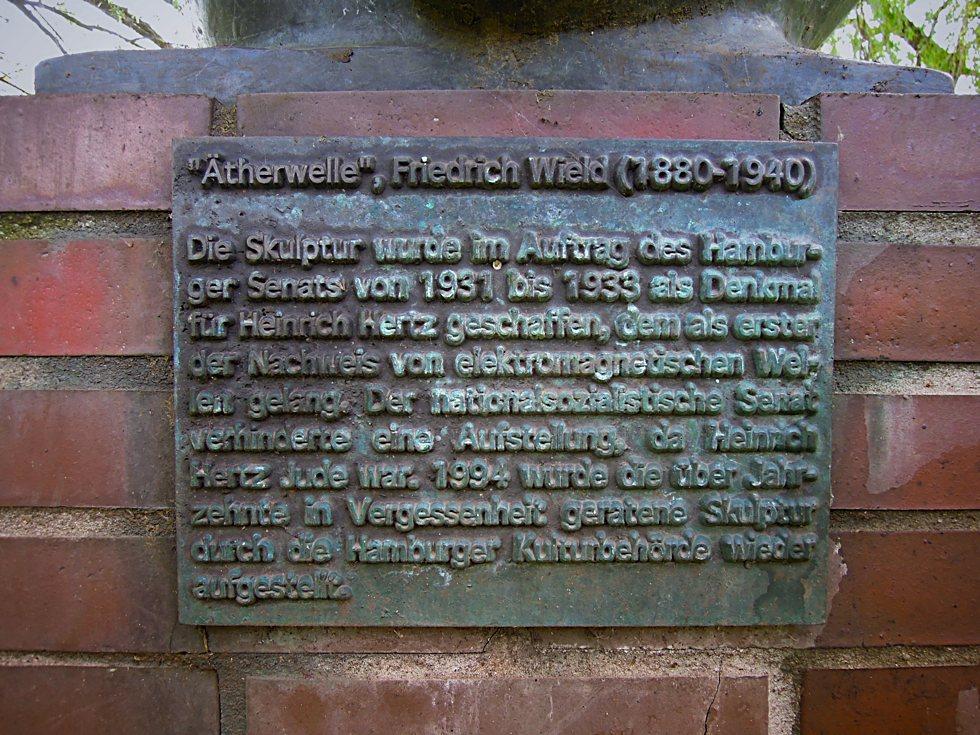 Gedenktafel am Denkmal für Heinrich Hertz