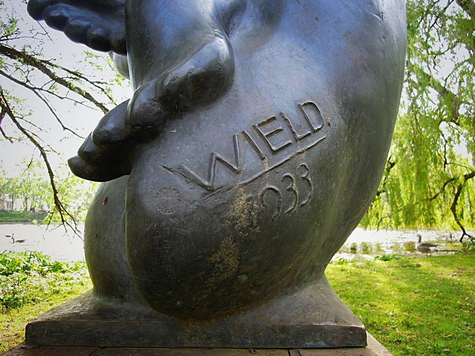 Signatur auf dem Denkmal für Heinrich Hertz