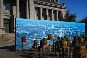 Mahnmal Hier + Jetzt mit Hamburg-Panorama