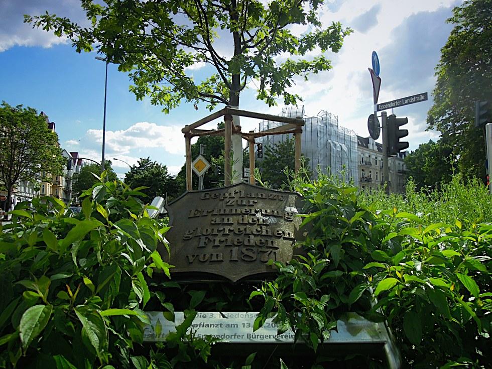 Erinnerungsplakette an der Friedenseiche in Eppendorf