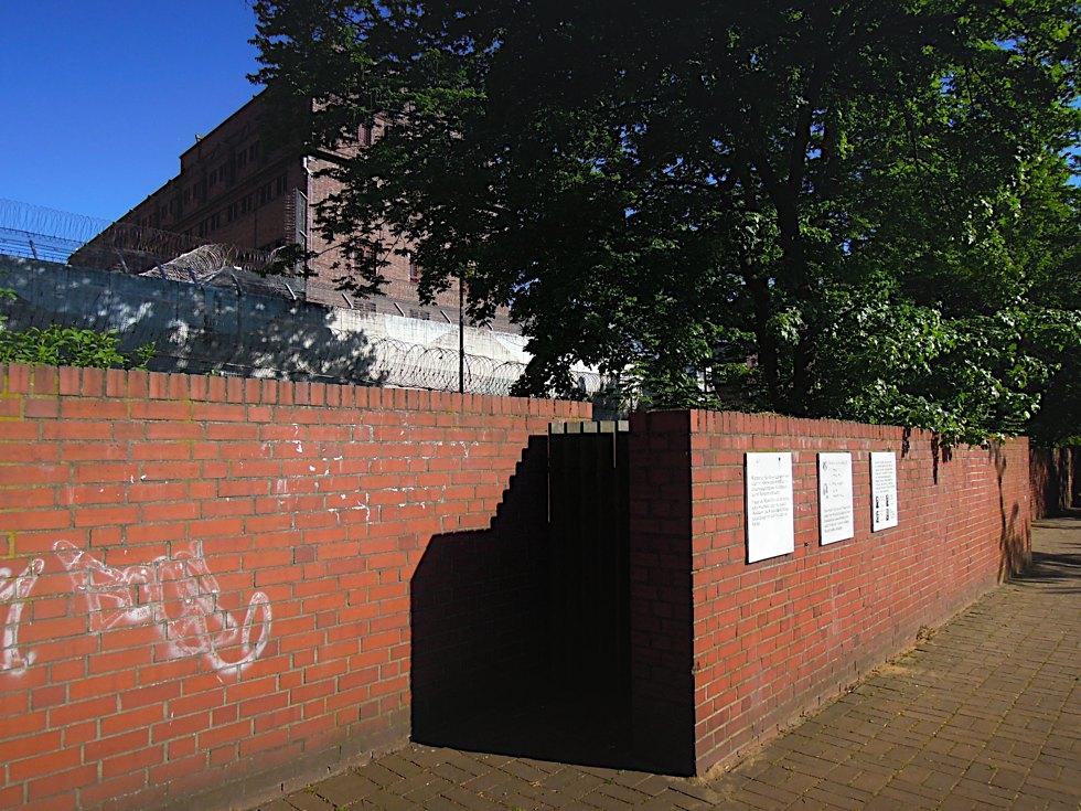 Rückseite der Untersuchungshaftanstalt Holstenglacis
