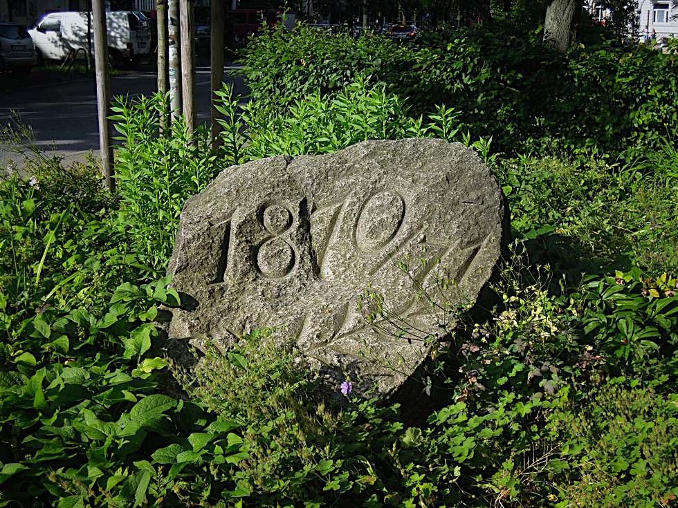 Findling mit der Inschrift 1870/71 in Altona