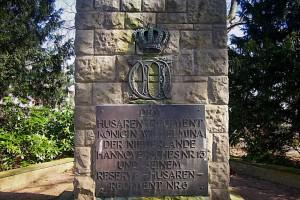 Gedenktafel am Sockel des Denkmals