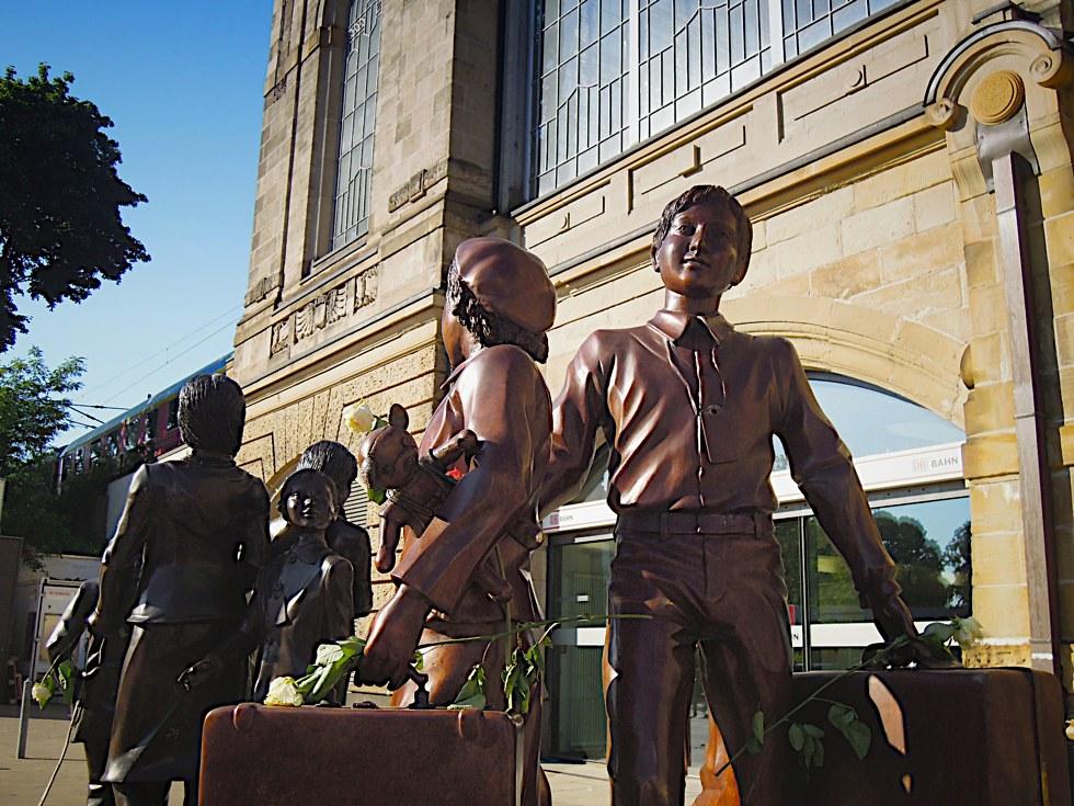 Detail des Denkmals Kindertransport - Der letzte Abschied