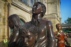 Kindergruppe aus dem Denkmal Kindertransport - Der letzte Abschied