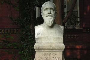 Büste des Heinrich Curschmann im Detail