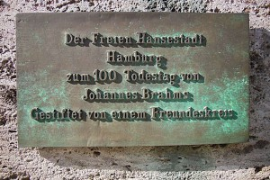 Infotafel an der Büste von Johannes Brahms