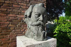 Detailansicht der Büste von Johannes Brahms