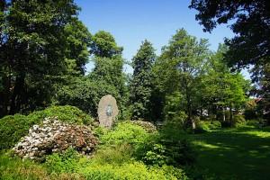Ansicht des Bergedorfer Schlossgartens mit Jahn-Denkmal