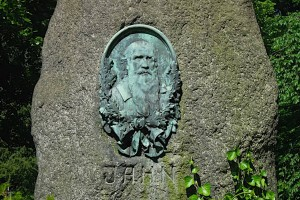 Relief von Friedrich Ludwig Jahn auf einem Stein