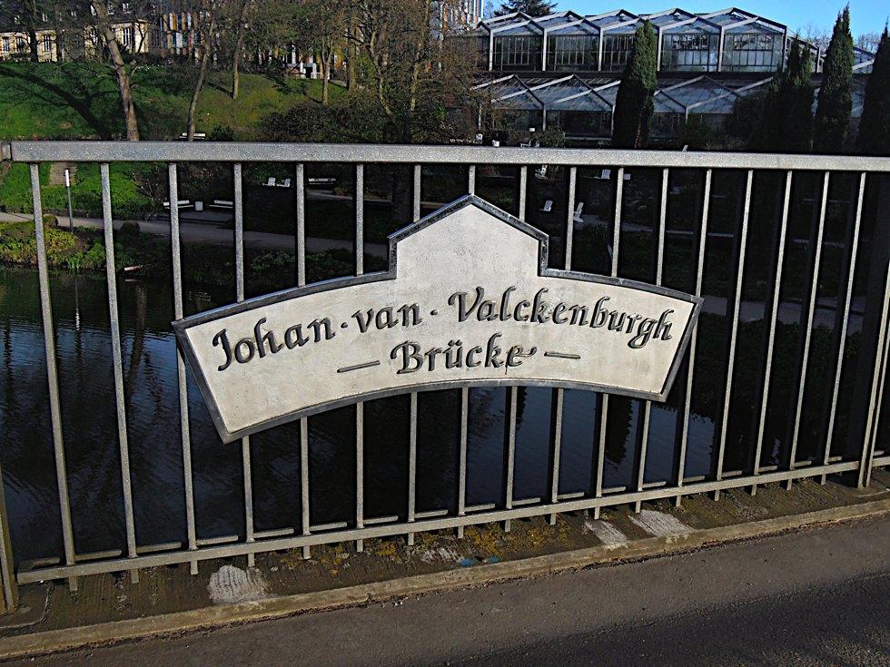 Schild der Johan-van-Valckenburgh-Brücke