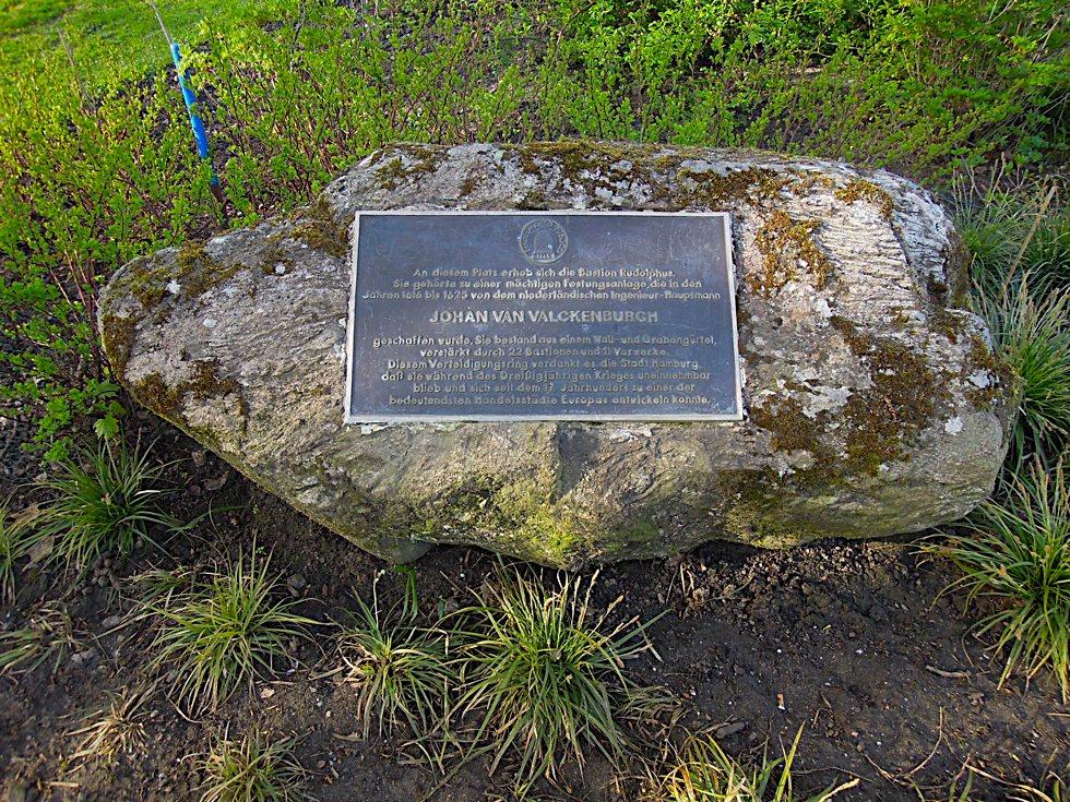 Stein mit Gedenktafel für Johan van Valckenburgh