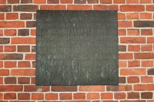 Metallplatte zum Gedenken an Anton Rée